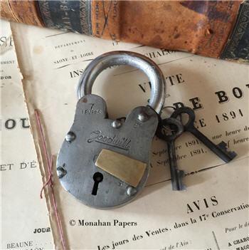 Medium GOODWILL Lock with Keys